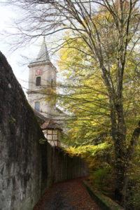 Stadtpfarrkirche mit Stadtmauer